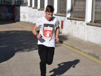alumno-instituto-tierra-ciudad-rodrigo-carrera-kilometros-solidaridad-2018