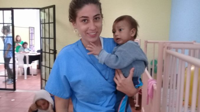 Almudena-durante-su-voluntariado-en-Guatemala-con-ONGVoluntariado