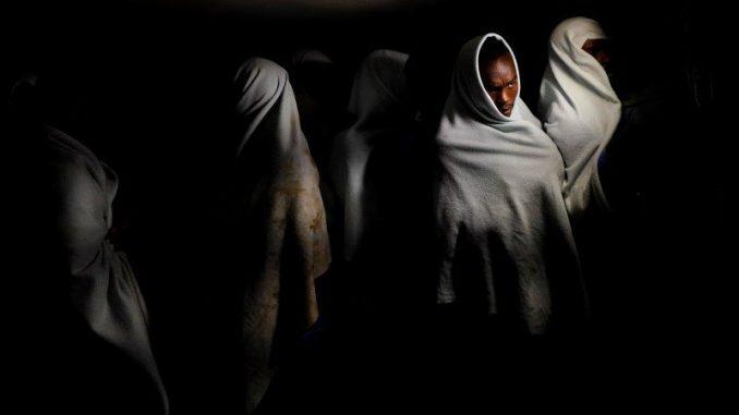 Serie Vida y muerte en el Mediterráneo, de Juan Medina. Premio Premio de Fotografía Humanitaria Luis Valtueña