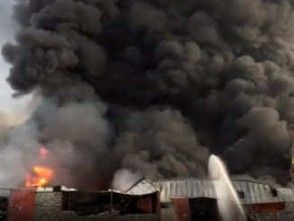 Imagen del incendio del almacén del PMA en Yemen.