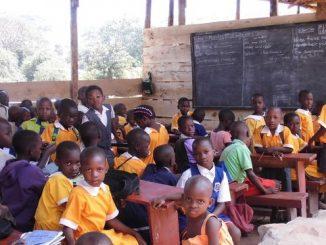 Neiker-Tecnalia-escuelas-agrosostenibles-Uganda-estudiantes