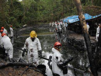 bancos petróleo vertido Perú