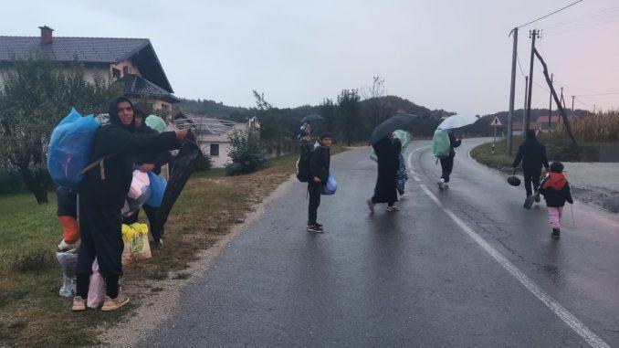 migrantes en tránsito en la frontera de Bosnia y Croacia