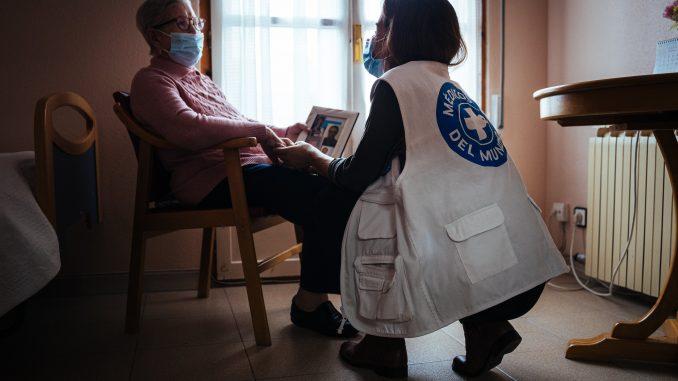personas mayores médicos del mundo
