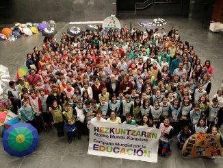 educación mil millones de voces
