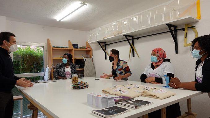 Integrantes de Costura poderosa, COPO, en su taller
