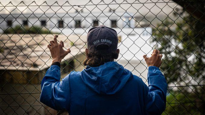 La salud naufraga en la frontera sur